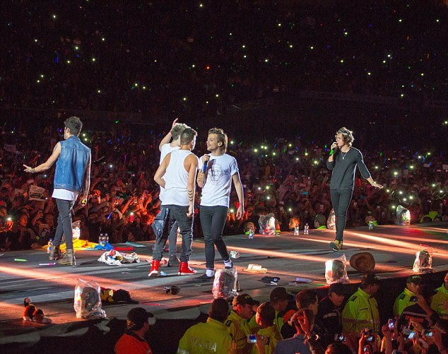 Turné dos One Direction começa acidentada