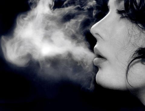As Mulheres que deixam de fumar podem viver até 10 anos a mais