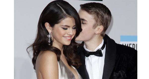 Selena Gomez aborrecida com as insistentes chamadas de Justin Bieber