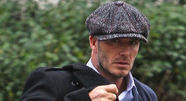 Beckham de volta a Inglaterra com look de gentleman inglês