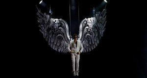 Justin Bieber leva milhares de fãs ao rubro