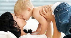 Beijar os filhos na boca: sim ou não?