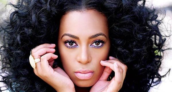 Solange Knowles consiga o look