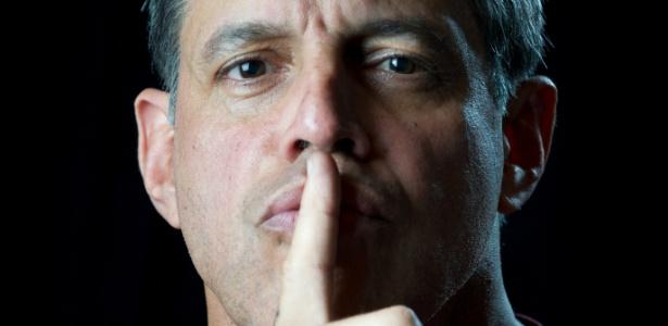 Alexandre Frota tira apresentadora do seu programa à força