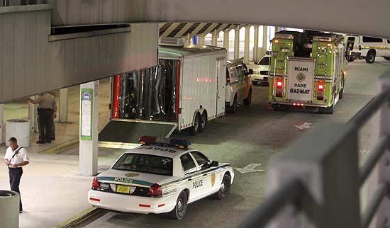 Quatro brasileiros foram presos dentro de avião em Miami