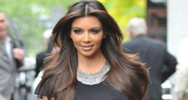 Kim Kardashian e a filha estão bem após parto