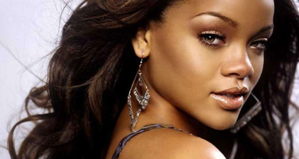 Rihanna agride fã durante concerto em Inglaterra