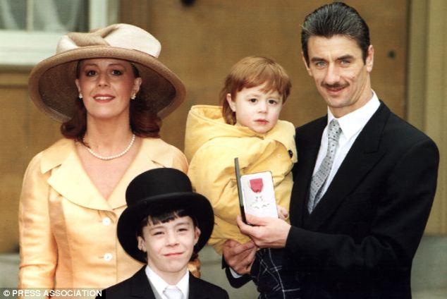 Mulher de Ian Rush pede o divórcio ao descobrir traição