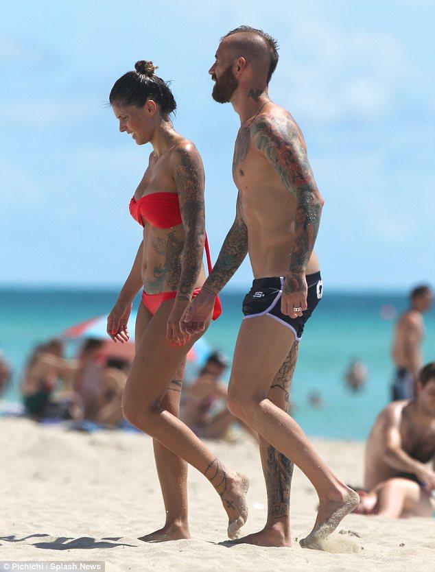Raul Meireles aproveita as férias em Miami com a mulher