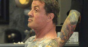 Sylvester Stallone faz mais uma tatuagem no corpo