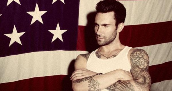 Adam Levine está noivo de uma modelo de Victoria Secret