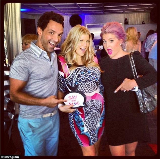 Fergie celebra gravidez com festa  pouco usual
