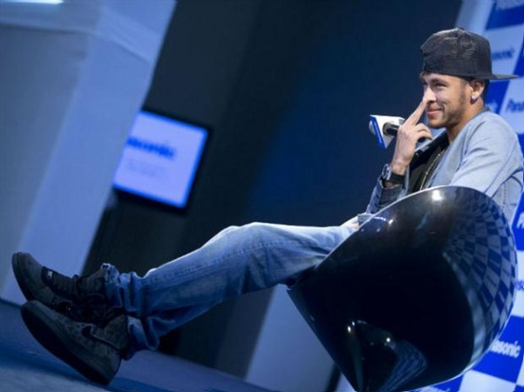 Neymar não se considera tão metrossexual como Beckham