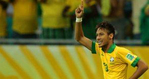 Neymar comemora vitória brasileira com a namorada