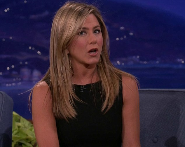 Jennifer Aniston oferecer os seus ovos a Conan O'Brien