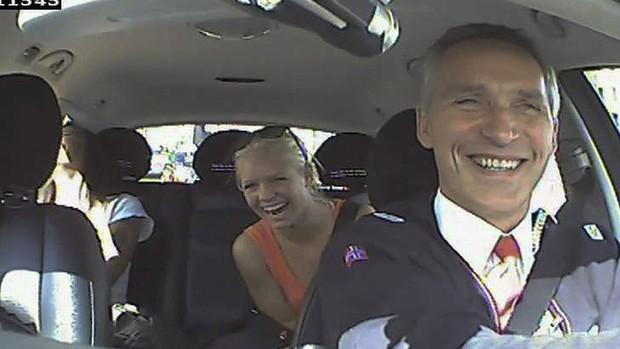 Primeiro-ministro norueguês é taxista por um dia