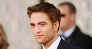 Robert Pattinson com nova namorada