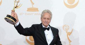 Michael Douglas envia mensagens nos Emmys