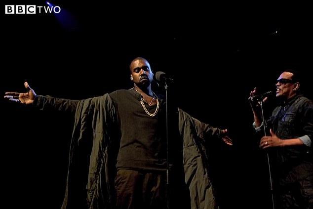 Kanye West exige alcatifa engomada no seu camarim