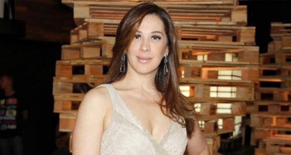 Claudia Raia mostra elasticidade em foto