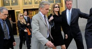 Michael Douglas vê petição para ver o filho retirada