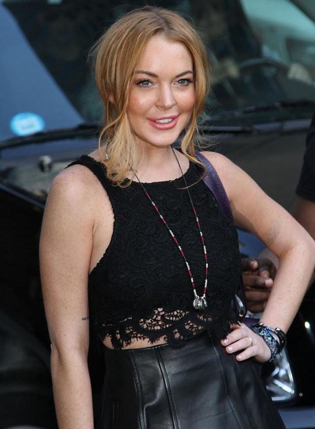 Lindsay Lohan vista com modelo adolescente e antigo assistente