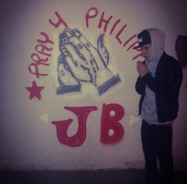 Justin Bieber faz grafiti por caridade