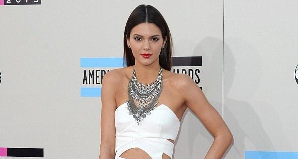 Kendall Jenner nega relação com Harry Styles