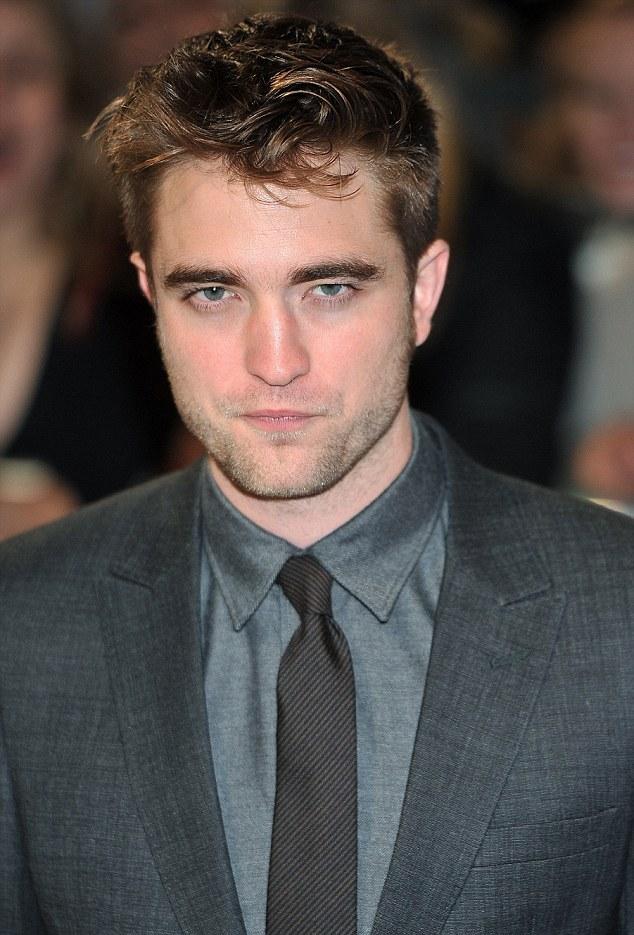Robert Pattinson de coração partido põe carreira em risco