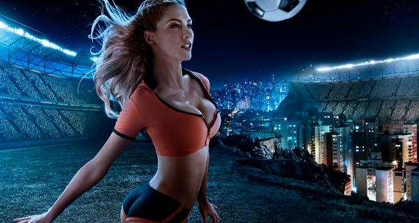 Calendário celebra o futebol e a beleza feminina