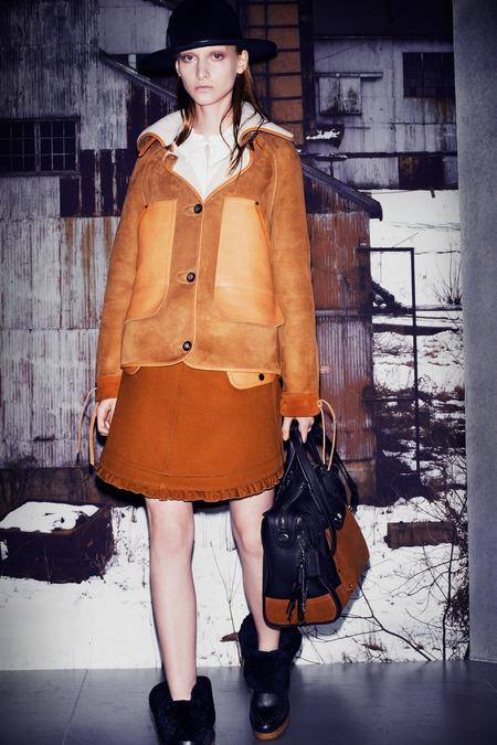 Coach estreia-se no pronto-a-vestir. Marca nova-iorquina apresenta a sua primeira colecção de pronto-a-vestir na semana da moda de Nova Iorque 2014.