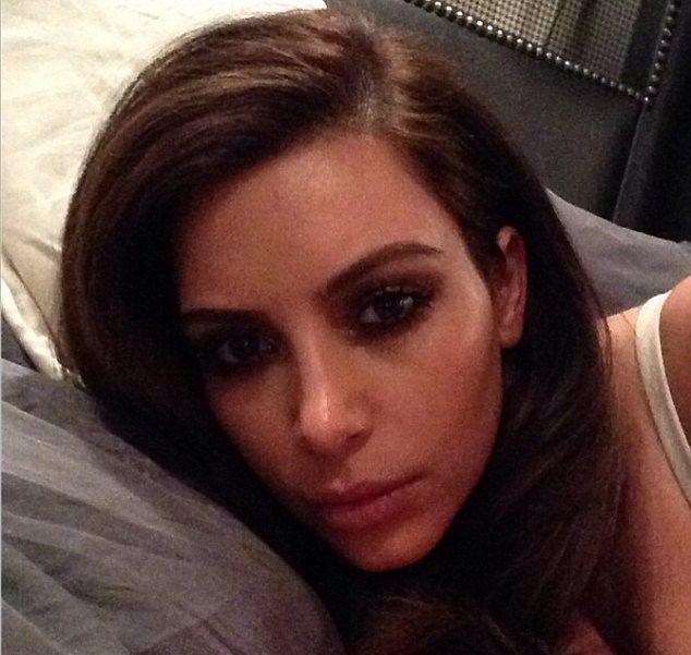 Kim Kardashian está de novo morena