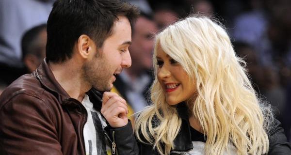Christina Aguilera de novo noiva e grávida