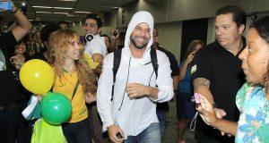 Ricky Martin desembarca no Rio para gravar o clipe oficial do Mundial