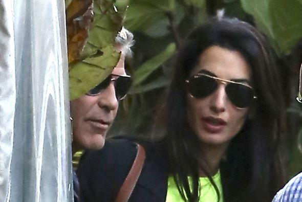 George Clooney celebra noivado entre amigos