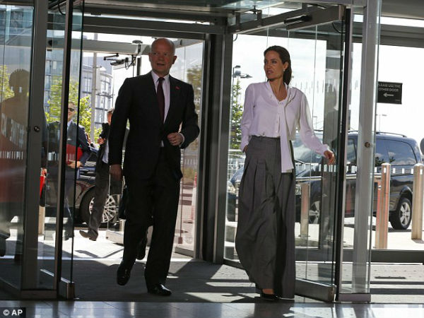 Angelina Jolie combate violência sexual