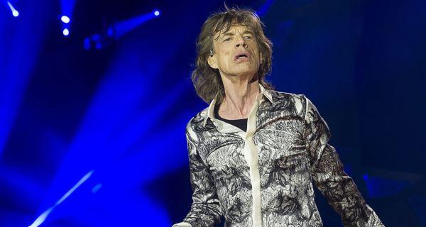 Mick Jagger a tentar seguir em frente com jovem morena