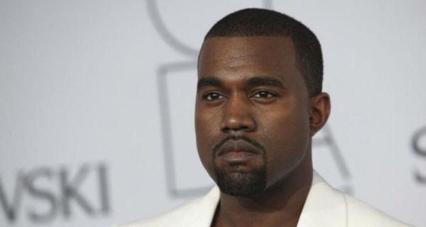Kanye West vaiado em palco
