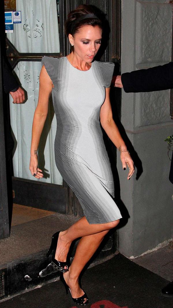 Victoria Beckham vende roupa por caridade