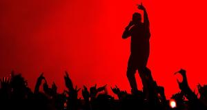 Kanye West exige a deficientes que se levantem