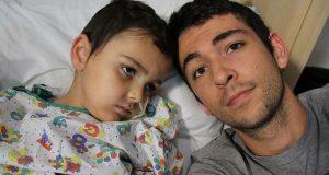 Instituição recusa entregar fundos a família de menino doente