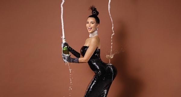 Kim Kardashian ensina truque em televisão
