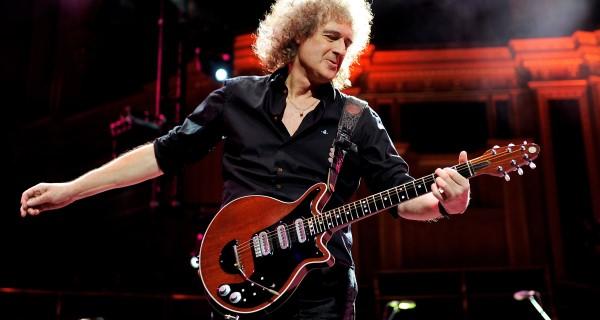 Brian May compra lugar de primeira classe para guitarra
