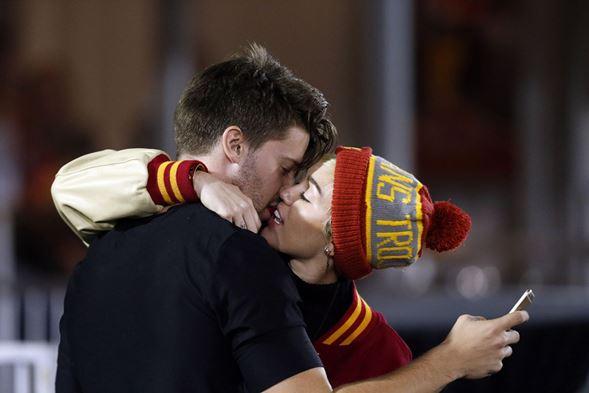 Miley Cyrus tem novo namorado