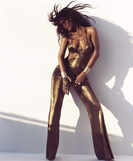 Rihanna também tem celulite