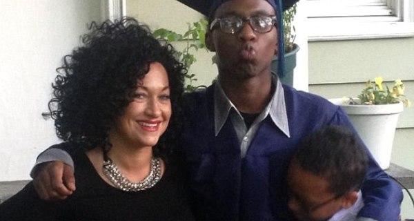 Ativista negra desmascarada