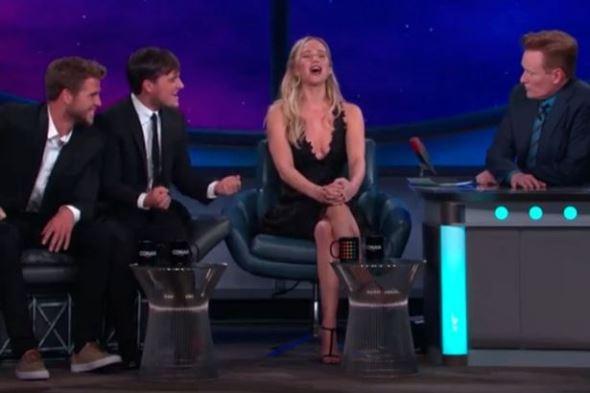 Jennifer Lawrence canta êxito de Cher
